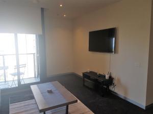 TV/trung tâm giải trí tại Southbank Short Stay Apartment