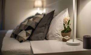 Uma área de estar em Deluxe Apartment in Central London Camden