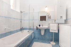 Um banheiro em Old Town Home Prague