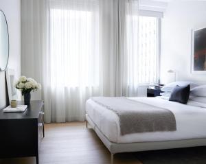 Cama ou camas em um quarto em AKA Wall Street