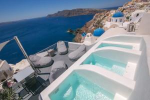 Uma vista da piscina em Theodora Suites ou nos arredores