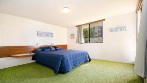 Cama ou camas em um quarto em By The Sea Unit 4, 13 Esplanade, Kings Beach