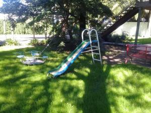 Zona de juegos para niños en APART UNIVERSIDAD