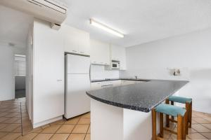 Una cocina o kitchenette en Alexandria Apartments