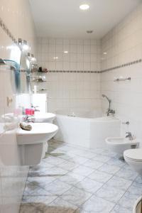 Um banheiro em Big Apartment by Wenceslav Square