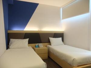 Victoria Hotel Singapore - Lowest Price Guarantee