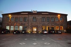 Complexo Hoteleiro em Santana - Image1