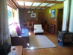 Lodge caba a cumelen villa la angostura for Jardin 61 bariloche