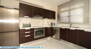 Nhà bếp/bếp nhỏ tại Amathusa Villas