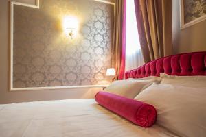 מיטה או מיטות בחדר ב-Lady Capulet Apartments