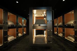 New japan capsule hotel cabana osaka japan for Design hotel osaka
