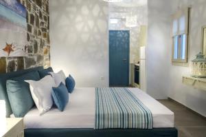 Cama ou camas em um quarto em Aelia Studios
