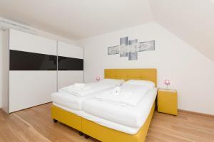 מיטה או מיטות בחדר ב-Yourapartment 1020