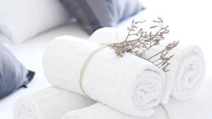 מיטה או מיטות בחדר ב-Happy Apartments