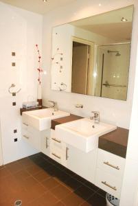 حمام في Spinnakers by Rockingham Apartments