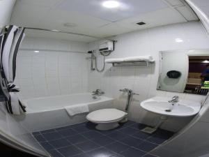 Hotel 165 - Image4
