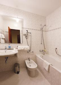 AGH Hotel - Image4