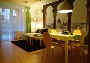 מסעדה או מקום אחר לאכול בו ב-Semiramis Apartment