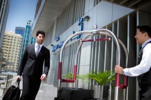 أعضاء طاقم العمل في فندق هلا ارجان روتانا ، ديلوكس للشقق الفندقية