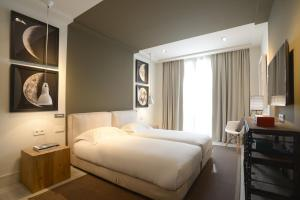 מיטה או מיטות בחדר ב-Midtown Apartments