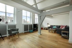 Uma área de estar em Stayci Serviced Apartments Luther Deluxe
