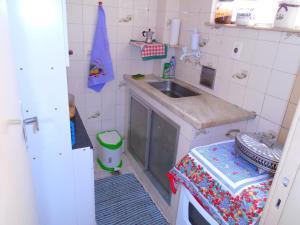 A cozinha ou cozinha compacta de Temporada Rio de Janeiro