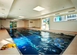 A piscina localizada em Pacific Views Resort ou nos arredores