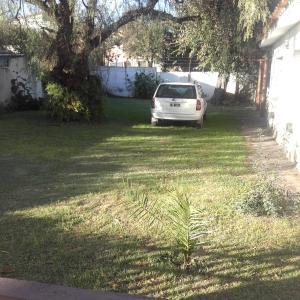 Un jardín fuera de Casa Aguaribay