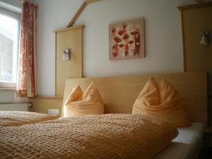 מיטה או מיטות בחדר ב-Appartements Bergsonne