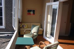 Un lugar para sentarse en Denneweg Apartment The Hague