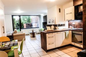 A cozinha ou cozinha compacta de Apartment 12