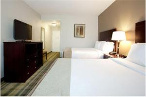 Holiday Chouest http://www.booking.com/hotel/us/holiday-inn-express-suites-galliano.en.html