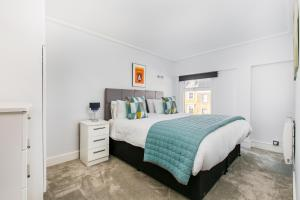 מיטה או מיטות בחדר ב-Camden Serviced Apartments