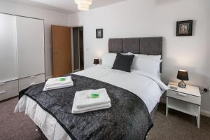 Giường trong phòng chung tại Cwrt Sofia