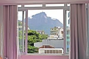 Uma vista da montanha tirada do apartamento