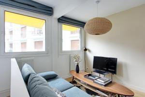TV/trung tâm giải trí tại Pick a Flat - Eiffel Tower / Champs de Mars apartments