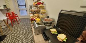 מסעדה או מקום אחר לאכול בו ב-Hotel Suite Home Prague