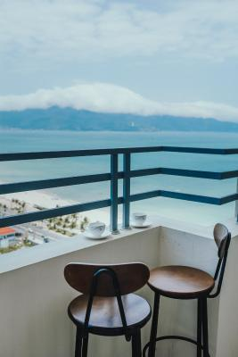 Beachfront Luxury Condo 2 BD. 2WR.