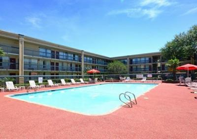 Days inn gretna new orleans la for Hotels near mercedes benz stadium new orleans