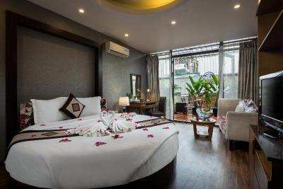 Khách sạn Splendid Star Grand