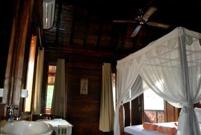 villa rumah kayu gili trawangan