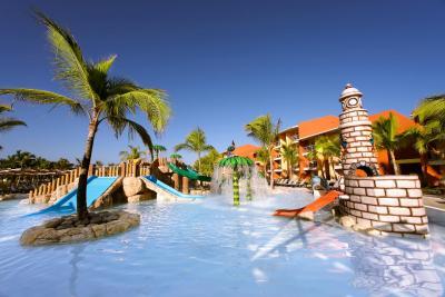 Barcelo Bavaro Palace Deluxe 5* — расположен на великолепном пляже Баваро.