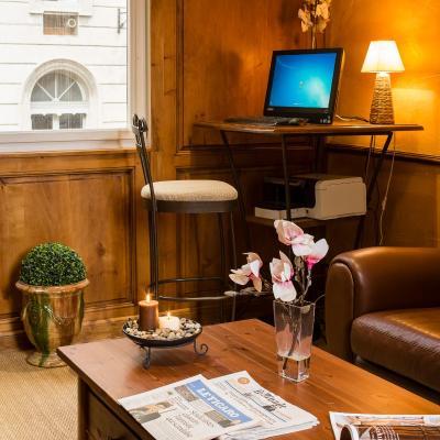 H tel de l 39 horloge avignon france for Hotel design avignon