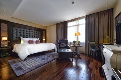 Khách sạn Paradise Suites