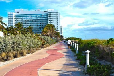 deauville beach resort eua miami beach. Black Bedroom Furniture Sets. Home Design Ideas