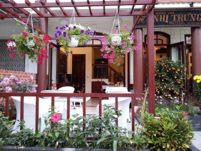 Khách sạn Nhi Trung