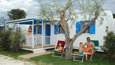 Ubicato a 3 km a nord di Giulianova, il Don Antonio Camping Village ...