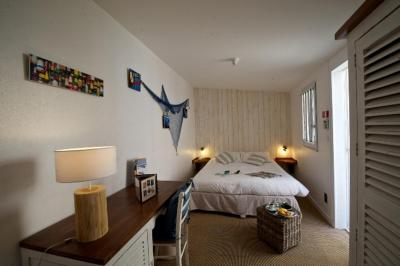 h tel quic en groigne france saint malo. Black Bedroom Furniture Sets. Home Design Ideas