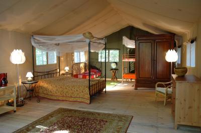 safari lodge grand bois france le po t c lard. Black Bedroom Furniture Sets. Home Design Ideas