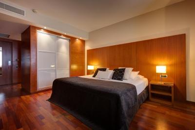 Hotel Acevi Villaroel